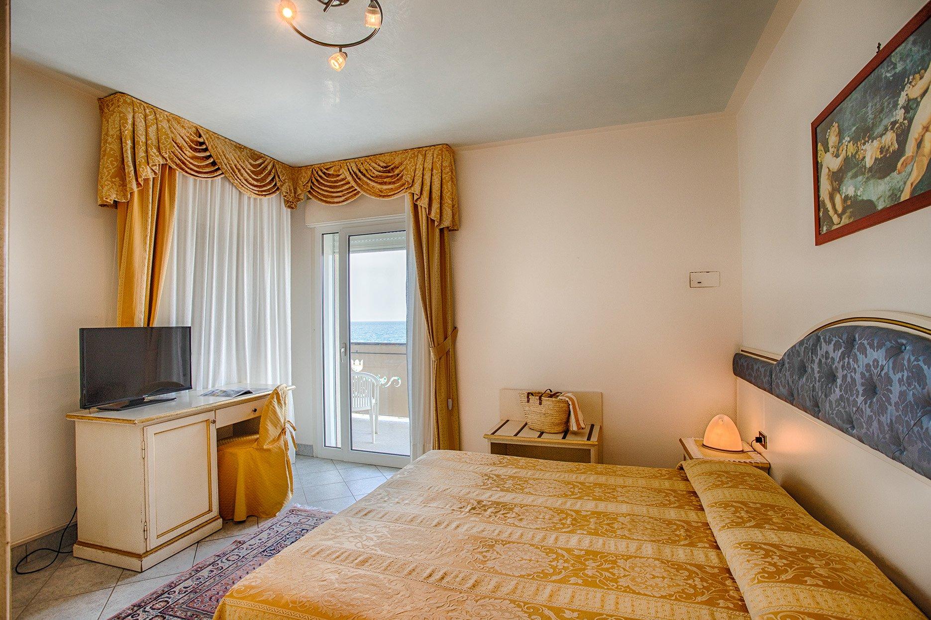 zimmer mit direktem meerblick hotel elpiro. Black Bedroom Furniture Sets. Home Design Ideas